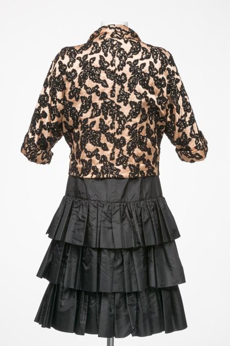 An ensemble design by Gwen Gillam.