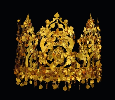 Collapsible crown made of gold found in the tomb of a nomad woman. It was made to be collapsible for ease of transport - a must for nomadic life. 2nd quarter of 1st century AD. Source: Thierry Ollivier / National Geographic.